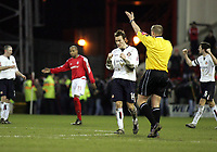 Fotball<br /> Championship England 2004/05<br /> Nottingham Forest v Sunderland<br /> 28. desember 2004<br /> Foto: Digitalsport<br /> NORWAY ONLY<br /> Sunderland's Dean Whitehead and Gary Breen show their emotion at the final whistle