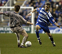 Fotball<br /> FA-cup 2005<br /> Reading v Leicester<br /> 29. januar 2005<br /> Foto: Digitalsport<br /> NORWAY ONLY<br /> Joey Gudjonsson is challenged by Nicky Forster of Reading