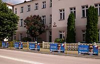 Wysokie Mazowieckie, woj. podlaskie, 12.07.2020. Druga tura wyborow prezydenckich 2020 w powiecie wysokomazowieckim. W 1 turze wyborow na Andrzeja Dude glosowalo tu 71% wyborcow a w niektorych gminach nawet ponad 80% N/z zniszczone plakaty wyborcze Rafala Trzaskowskiego przy siedzibie OKW nr 2 fot Michal Kosc / AGENCJA WSCHOD
