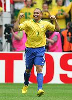 Jubel 1:0 Ronaldo Brasilien<br /> Fussball WM 2006 Achtelfinale Brasilien - Ghana<br /> Brasil - Ghana<br /> Norway only