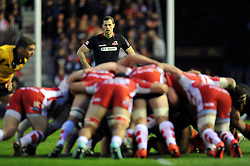 Tim Visser of Edinburgh Rugby watches a scrum - Photo mandatory by-line: Patrick Khachfe/JMP - Mobile: 07966 386802 01/05/2015 - SPORT - RUGBY UNION - London - The Twickenham Stoop - Edinburgh Rugby v Gloucester Rugby - European Rugby Challenge Cup Final