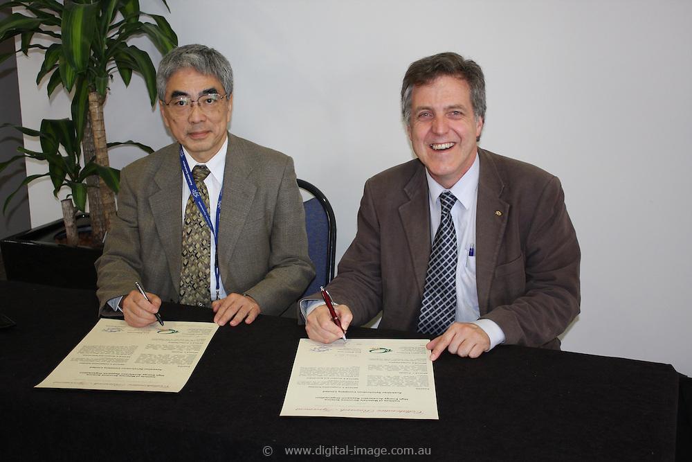 AO Week, Osamu Shimomura and Rob Lamb signing a Memorandum of Understanding between the Australian Synchrotrons and the Photon Factory