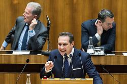 """31.01.2017, Parlament, Wien, AUT, Parlament, Nationalratssitzung, Sitzung des Nationalrates mit Erklärungen des Bundes- und des Vizekanzlers zum Thema """"Für Österreich - Arbeitsprogramm der Bundesregierung 2017/2018"""", im Bild v.l.n.r. Vizekanzler und Minister für Wirtschaft und Wissenschaft Reinhold Mitterlehner (ÖVP), Klubobmann FPÖ Heinz-Christian Strache und Bundeskanzler Christian Kern (SPÖ) // f.l.t.r. Vice Chancellor of Austria and Minister of Science and Economy Reinhold Mitterlehner, Leader of the parliamentary group FPOe Heinz Christian Strache and Federal Chancellor of Austria Christian Kern during meeting of the National Council of austria at austrian parliament in Vienna, Austria on 2017/01/31, EXPA Pictures © 2017, PhotoCredit: EXPA/ Michael Gruber"""