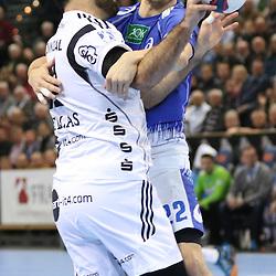 Kiel, 23.12.14, Sport, Handball, Bundesliga, Saison 2014/15, 19. Spieltag, THW Kiel - HSV Handball : Joan Cañellas (THW Kiel, #21) fängt den Ball ab von Kentin Mahé (HSV Handball, #22)<br /> <br /> Foto © P-I-X.org *** Foto ist honorarpflichtig! *** Auf Anfrage in hoeherer Qualitaet/Aufloesung. Belegexemplar erbeten. Veroeffentlichung ausschliesslich fuer journalistisch-publizistische Zwecke. For editorial use only.