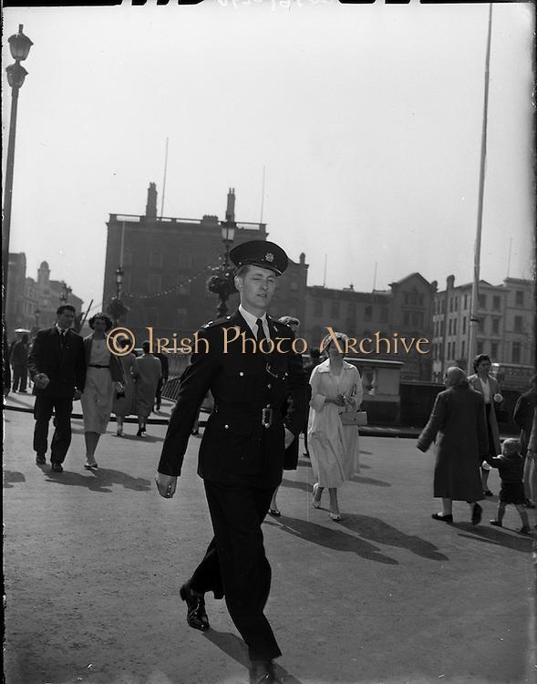 01/05/1958<br /> 05/01/1958<br /> 01 May 1958 <br /> Garda on Duty in Dublin City centre.  Garda by O'Connell Bridge, Dublin.