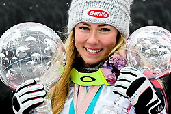 18.03.2018, Aare, SWE, FIS Weltcup Ski Alpin, Finale, Aare, Gesamt Weltcup, Damen, Siegerehrung, im Bild Mikaela Shiffrin (USA, Riesenslalom Weltcup 3. Platz, Slalom Weltcup und Gesamt Weltcup 1. Platz) // Overall World Cup winner Slalom World Cup winner and Giant Slalom World Cup third placed Mikaela Shiffrin of the USA during the allover winner Ceremony for the ladie's Worlcup of FIS Ski Alpine World Cup finals in Aare, Sweden on 2018/03/18. EXPA Pictures © 2018, PhotoCredit: EXPA/ Erich Spiess