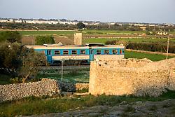 Ferrovia del Sud-Est Tratta Maglie-Gagliano mentre passava il treno nella vicinanze di Alessano (Macurano) 10/04/2010