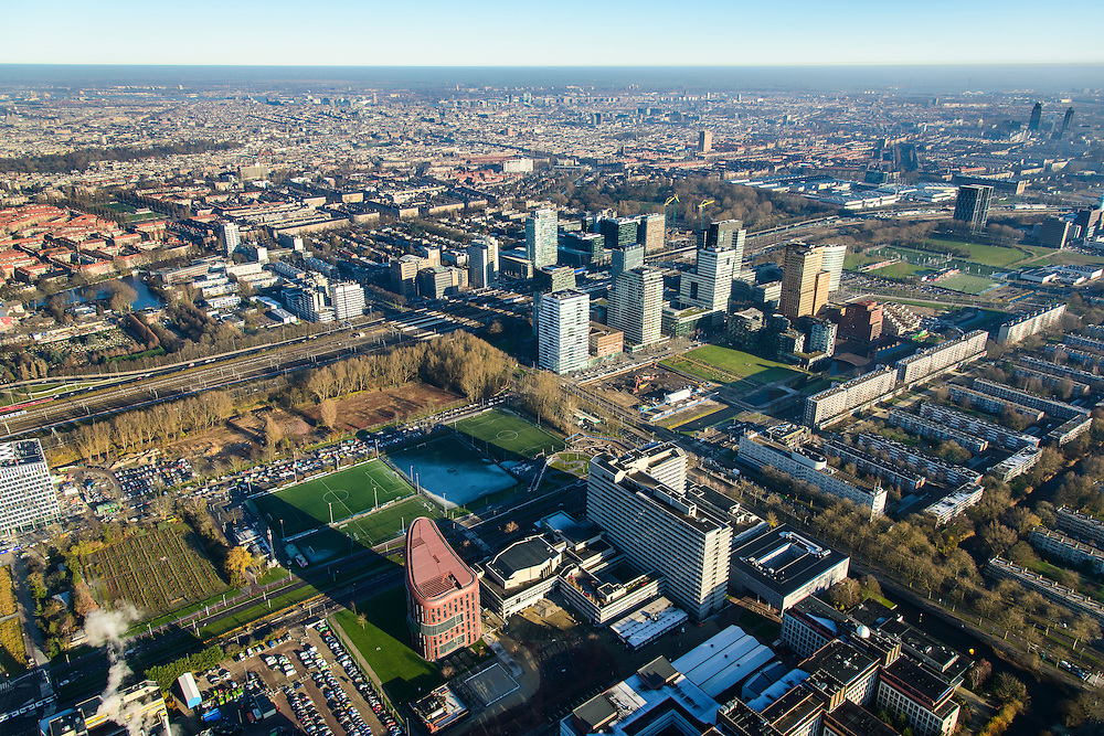 Nederland, Noord-Holland, Amsterdam, 11-12-2013; zicht op de Zuidas met in de voorgrond de Vrije Universiteit. In de achtergrond de Zuidas rond Station Zuid-WTC, World Trade Centre (WTC). <br /> Campus Vrije Universiteit and in the background the financial center in the South of Amsterdam, with headquarters of former ABN AMRO. Amsterdam equivalent of 'the City',  financial district.<br /> luchtfoto (toeslag op standaard tarieven);<br /> aerial photo (additional fee required);<br /> copyright foto/photo Siebe Swart.
