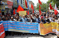 April 25, 2018 - Pakistan - QUETTA, PAKISTAN, APR 25: Members of Pakistan Workers Confederation Balochistan are .holding protest demonstration for acceptance of their demands, at Quetta press club on .Wednesday, April 25, 2018. (Credit Image: © PPI via ZUMA Wire)