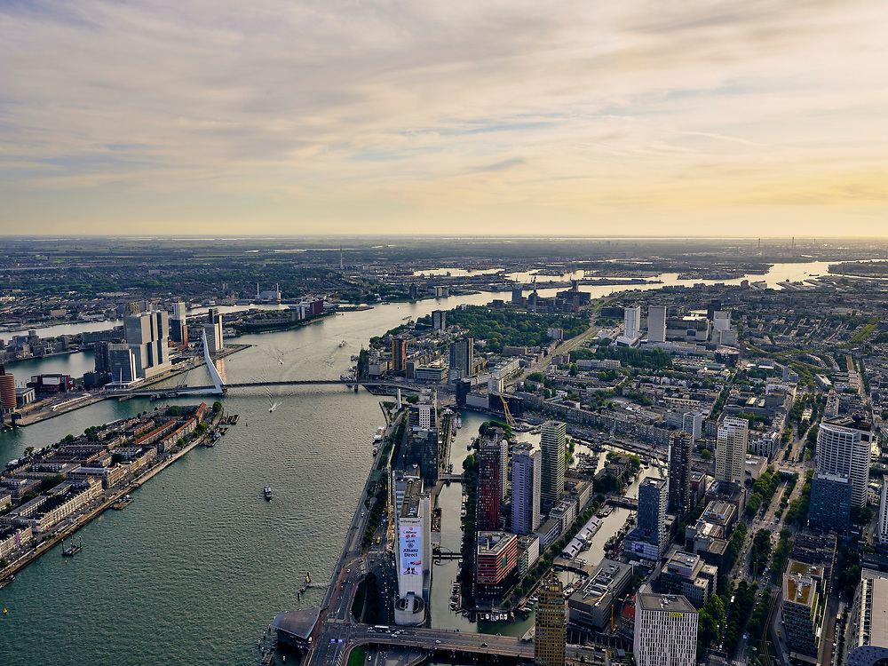 Nederland, Zuid-Holland, Rotterdam, 14-09-2019; Stadsgezicht Rotterdam, Stadsdriehoek. Nieuwe Maas in tegenlicht, met de Boompjes (voorgrond), Noordereiland en Erasmusbrug.<br /> Cityscape Rotterdam, river New Maas in backlight, with the Boompjes (foreground), Noordereiland and Erasmus bridge.<br /> luchtfoto (toeslag op standard tarieven);<br /> aerial photo (additional fee required);<br /> copyright foto/photo Siebe Swart