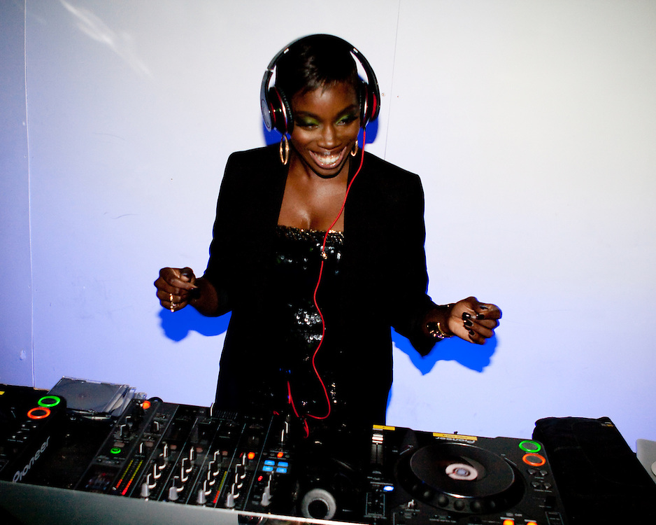 Estelle DJing at Red Bull Fashion Factory after party. London 2009
