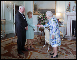 July 18, 2017 - London, London, United Kingdom - Image ©Licensed to i-Images Picture Agency. 18/07/2017. London, United Kingdom. Queen Audience Governor-General of Canada. Buckingham Palace. .His Excellency David Johnston, Governor-General of Canada, and his wife Sharon Johnston during a private audience with Queen Elizabeth II, where he relinquished his appointment as Governor-General of Canada, at Buckingham Palace, London.Picture by  i-Images / Pool (Credit Image: © i-Images via ZUMA Press)