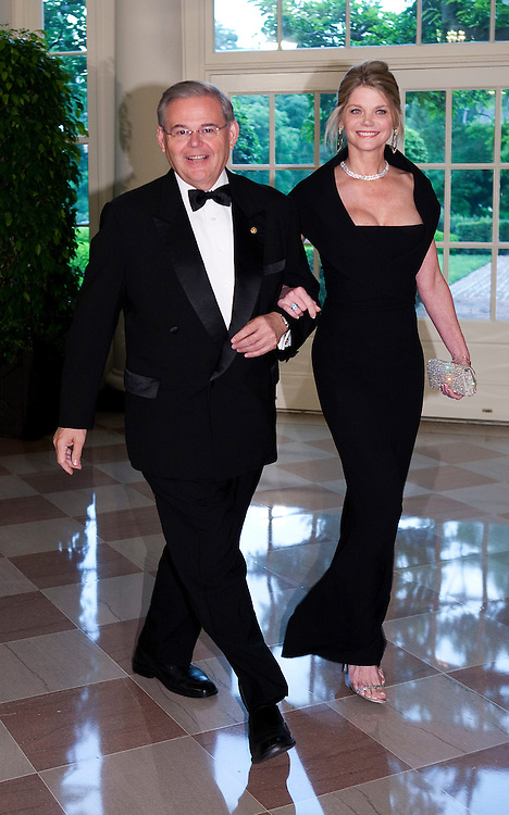 Senator Robert Menendez (D-NJ) and Gwendolyn Beck arrive for the State Dinner hosted by US President Barack Obama and first lady Michelle Obama for the President of Mexico Felipe Calderon and his wife Margarita Zavala at the White House in Washington on May 19, 2010.       REUTERS/Joshua Roberts    (UNITED STATES)