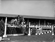 """02/08/1960<br /> 08/02/1960<br /> 02 August 1960<br /> R.D.S Horse Show Dublin (Tuesday). Miss Pat Smythe on """"Flanagan"""" winning the First International Jumping Competition at the Dublin Horse Show. Picture shows Miss Smythe on """"Flanagan"""" clearing a jump in fine style."""