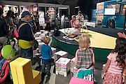 Nederland, Amsterdam, 1-9-2012 Manuscripta op het terrein van de Westergasfabriek. Boekenmarkt aan het begin van het nieuwe seizoen. Uitgevers tonen nieuwe titels. Kinderboeken,kindertheater.Foto: Flip Franssen/Hollandse Hoogte
