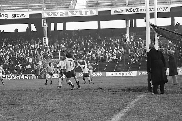 Kerry attempts to kick the ball towards the goal as Dublin attempts to block it during the All Ireland Senior Gaelic Football Semi Final, Dublin v Kerry in Croke Park on the 23rd of January 1977. Dublin 3-12 Kerry 1-13.