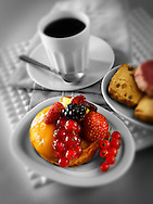 fresh fruit individual cakes with red fruits