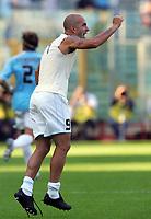 Fotball<br /> Serie A Italia<br /> Foto: Graffiti/Digitalsport<br /> NORWAY ONLY<br /> <br /> Roma 16/10/2005 <br /> <br /> Lazio v Fiorentina 1-0<br /> <br /> Paolo Di Canio celebrates after Zauri goal.