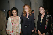 Zerbano Gifford, Sarah, Duchess of York, Leonora van Gils,.  Zerbanoo Gifford: Confessions Of A Serial Womaniser - book launch party, National Portrait Gallery, St Martins Place, London, WC2, Indian human rights campaigner celebrates new publication, Confessions Of A Serial Womaniser, a book about inspirational and influential women. 20 September 2007. .-DO NOT ARCHIVE-© Copyright Photograph by Dafydd Jones. 248 Clapham Rd. London SW9 0PZ. Tel 0207 820 0771. www.dafjones.com.