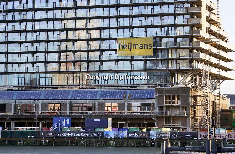 Nederland, Rotterdam, 7-2-2019 Verbouw van een voormalig bedrijfspand Fenix door bouwbedrijf, aannemer, Heijmans. Appartementen en citylofts te huur op Katendrecht  . Luxe appartementen, huurappartementen, koopappartementen, fenixlofts . Flat, flats,FOTO: FLIP FRANSSEN