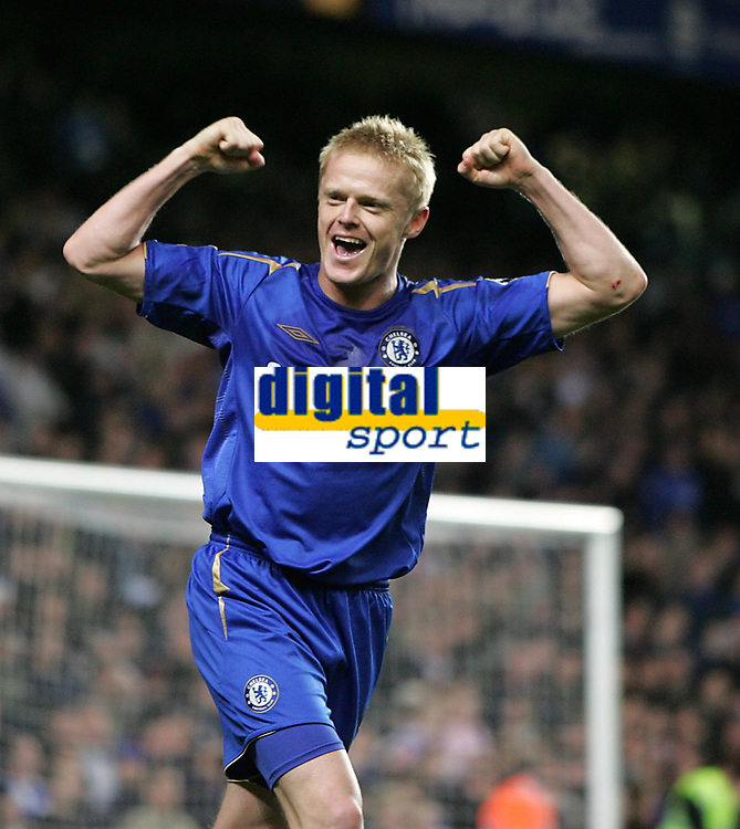 Photo: Lee Earle.<br /> Chelsea v Newcastle United. The Barclays Premiership.<br /> 19/11/2005. Chelsea's Damien Duff celebrates scoring their third.
