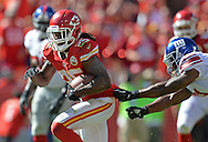 KANSAS CITY, MO - SEPTEMBER 29:  Running back Jamaal Charles #25 of the Kansas City Chiefs rushes past free safety Ryan Mundy #21 of the New York Giants during the second half on September 29, 2013 at Arrowhead Stadium in Kansas City, Missouri.  Kansas City defeated New York 31-7. (Photo by Peter Aiken/Getty Images) *** Local Caption *** Jamaal Charles;Ryan Mundy