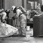 NLD/Bussum/19930219 - Vat met Carbid gevonden in de van Oeverenstraat in Bussum