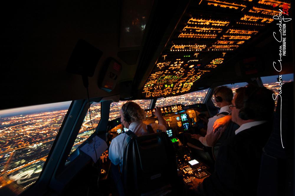 Une journée de rotation avec l' avion de transport A300-600ST Beluga  numéro 1 de Airbus Transport International (ATI) entre Toulouse, Méaulte et Saint Nazaire.<br /> Décembre 2013 / Toulouse - Méaulte - Saint Nazaire / FRANCE