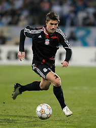 MARSEILLE, FRANCE - Tuesday, December 11, 2007: Liverpool's Harry Kewell in action against Olympique de Marseille during the final UEFA Champions League Group A match at the Stade Velodrome. (Photo by David Rawcliffe/Propaganda)