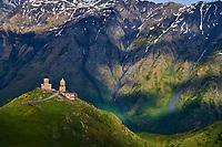 Georgie, Caucase, Stephantsminda, Kazbegi, Eglise de la Trinité et de Guerguetie // Georgia,  Caucasus, Stephantsminda, Kazbegi, Kazbek Mount, Gergeti Trinity Church