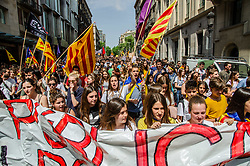 April 26, 2018 - Barcelona, Spain - A large group of students seen among pro independence flags of Catalonia during the demonstration. Thousands of Catalan university students have demonstrated in the streets of Barcelona against repression and to protest the high price of university fees (Credit Image: © Paco Freire/SOPA Images via ZUMA Wire)