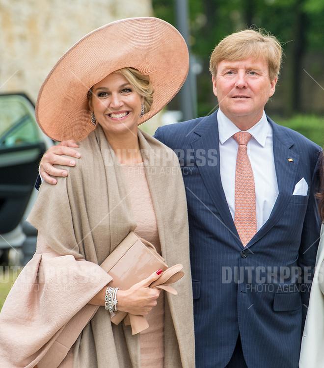 Koning Willem-Alexander en koningin Maxima tijdens het afscheid bij Blaue Galerie, Neue Kammern in Postdam, Duitsland.