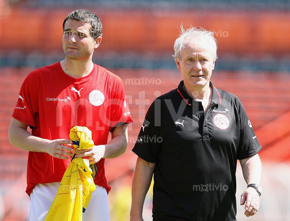 Fussball International Testspiel  Schweiz 1-3 Kolumbien SUI Nationaltrainer Jakob Kuhn (re) und SUI Kapitaen Alexander Frei