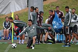 June 19, 2018 - EUM20180619DEP24.JPG.MOSCÚ, Rusia Soccer/Futbol-México.- La Selección Mexicana de futbol realiza su entrenamiento este martes 19 de junio de 2018 como parte de su preparación para el choque ante el combinado de Corea del Sur, duelo correspondiente a la actividad del Grupo F dentro del Mundial de Rusia 2018. El jugador Hirving Lozano. Foto: Agencia EL UNIVERSAL/Luis Cortés/RCC. (Credit Image: © El Universal via ZUMA Wire)