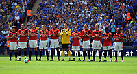 Fotball<br /> England<br /> Foto: Fotosports/Digitalsport<br /> NORWAY ONLY<br /> <br /> Manchester United team pay there respect to Bobby Robson 2009/10<br /> Chelsea V Manchester United 09/08/09<br /> The FA Community Shield 2009 Wembley Stadium