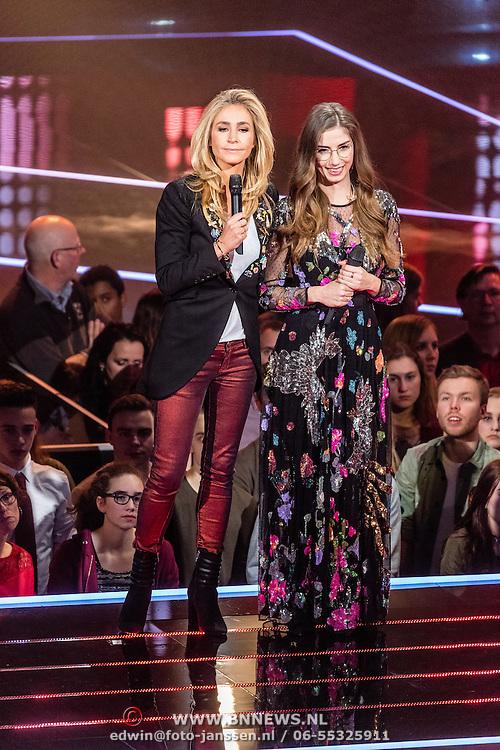 NLD/Hilversum/20170120 - 2de liveshow The Voice of Holland 2017, Kirsten Berkx met Wendy van Dijk