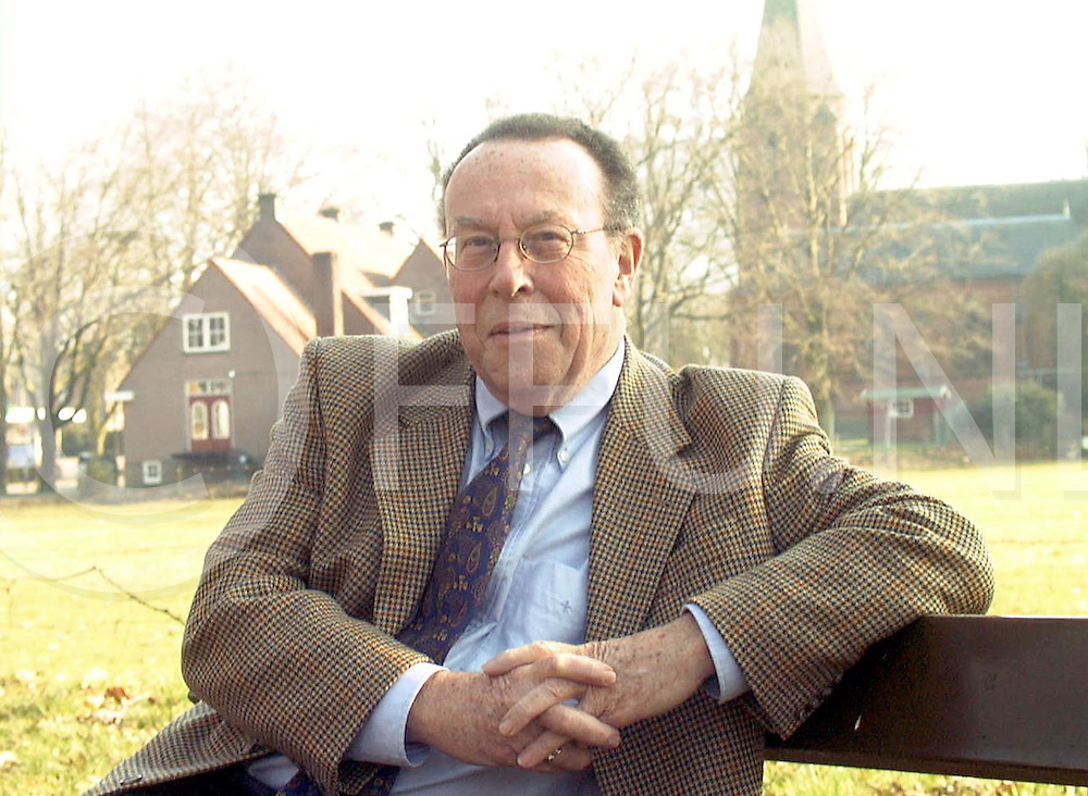 Fotografie Frank Uijlenbroek©2000/Frank Brinkman.000223 luttenberg ned.dhr a ibis voorzitter van kleine stads kernen in overijssel