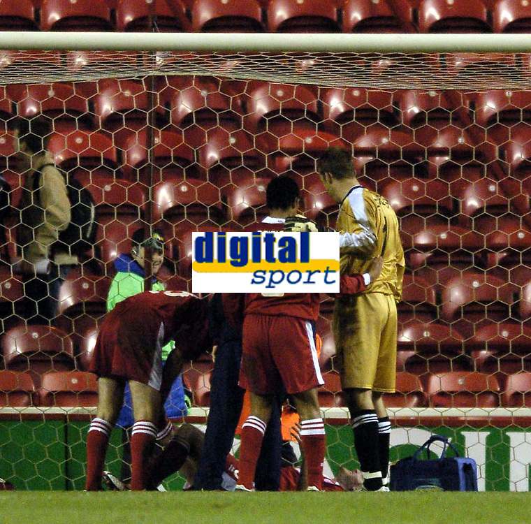 Fotball<br /> UEFA-cup 2004/05<br /> Middlesbrough v Partizan Beograd<br /> 15. desember 2004<br /> Foto: Digitalsport<br /> NORWAY ONLY<br /> Middlesbrough suffer a potential blow to an otherwise ideal evening's work as Franck Queudrue is forced to receive treatment in the Middlesbrough goal at the final whistle