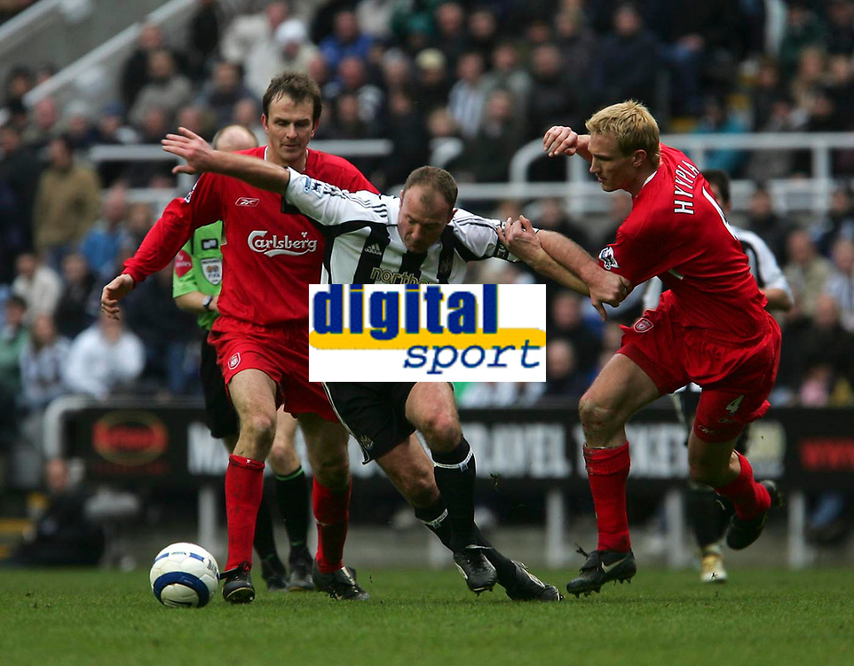 Photo: Andrew Unwin.<br /> Newcastle United v Liverpool. The Barclays Premiership. 19/03/2006.<br /> Newcastle's Alan Shearer (C) battles with Liverpool's Sami Hyypia (R).