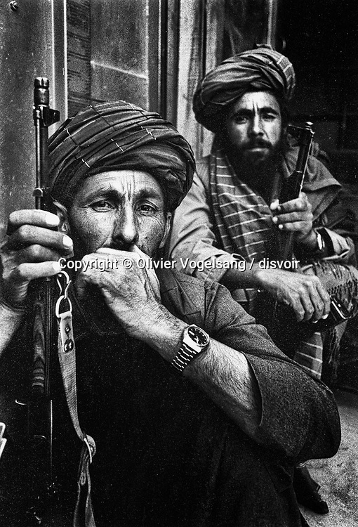 Afghanistan. Kabul. The expectation is long for mujahidin and always pass by the rite of the tea. On the road of Maazar-i Sharif, the North of Afghanistan.