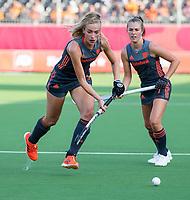 ANTWERPEN - Sanne Koolen (Ned) met Xan de Waard (Ned)    tijdens hockeywedstrijd  vrouwen, Nederland-Rusland (14-0) ,  bij het Europees kampioenschap hockey.   COPYRIGHT KOEN SUYK