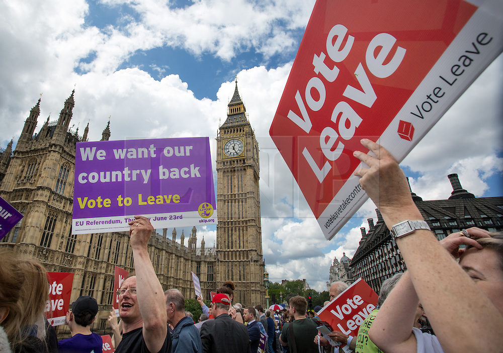 © Licensed to London News Pictures. 15/06/2016. London, UK. Demonstrators on Westminster Bridge support the pro-Brexit campaign 'Fishermen for Leave', who are sailing a flotilla of over 30 vessels up the Thames. The flotilla, including UKIP leader Nigel Farage, caused traffic issues in central London, as vessels travelled up the Thames for high tide and to coincide with the last Prime Minister's Questions before the EU referendum takes place on 23 June. Photo credit : Tom Nicholson/LNP