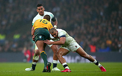 Jonathan Joseph of England tackles Kurtley Beale of Australia - Mandatory by-line: Robbie Stephenson/JMP - 18/11/2017 - RUGBY - Twickenham Stadium - London, England - England v Australia - Old Mutual Wealth Series