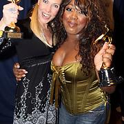 NLD/Uitgeest/20080116 - Uitreiking Popularitiets award Noord Holland 2008, Nance Coolen en Berget Lewis met hun prijzen