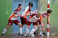 HEILOO - Uitlopen bij strafcorner door Almere tijdens competitiewedstrijd zaalhockey tussen de mannen van Kampong en Almere.    COPYRIGHT KOEN SUYK
