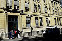 April 18, 2018 - Paris, France, France - Filtrage devant l entree de l Universite de La Sorbonne (Credit Image: © Panoramic via ZUMA Press)