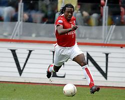 22-10-2006 VOETBAL: UTRECHT - DEN HAAG: UTRECHT<br /> FC Utrecht wint in eigenhuis met 2-0 van FC Den Haag / Darl Douglas<br /> ©2006-WWW.FOTOHOOGENDOORN.NL
