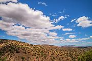 The view from the Arizona Trail, or Arizona National Scenic Trail, between Gardner Canyon and Patagonia, Coronado National Forest, Santa Rita Mountains, Arizona, USA.