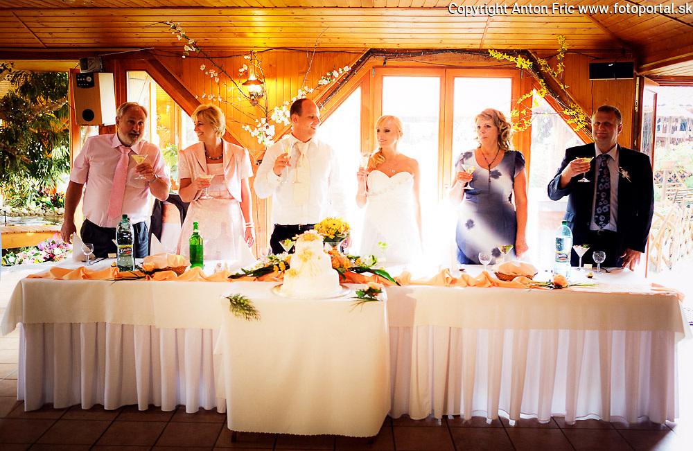 Výber svadobne foto z portfolia svadobného fotografa Antona Frica. Jeho svadobne fotografie, foto deti a ponuku fotokurzov najdete na strankach www.fotoportal.sk a www.naucsafotit.sk