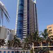 USA/Miami/20050815 - Vakantie Miami, zwembad, palmbomen, zwemmen, zon, wolkenkrabber